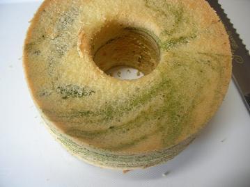 抹茶マーブルシフォンケーキ型はずし.JPG